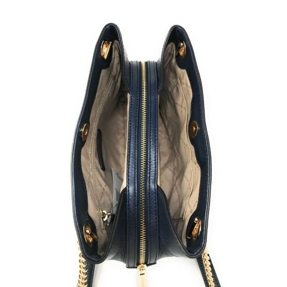 Michael Kors Handbags - Michael Kors Jet Set Chain Medium Messenger Navy